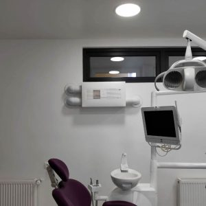 Ventilaţie respecte prevenirea COVID-19 la cabinet stomatologic